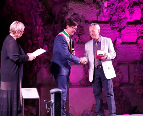 sindaco-dario-nardella-consegna-premio-a-direttore-maurizio-certini